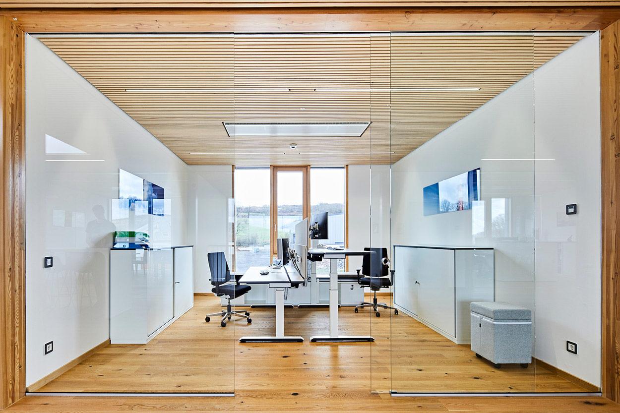 Crimson Büroeinrichtung Arbeitsplatz